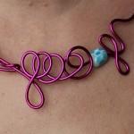 collier rose perles bleues