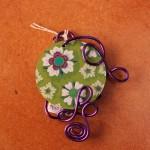 Pendentif violet palet vert