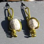 boucles vertes perle beige