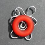 fil argenté anneau rouge