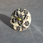 bague bouton bois fleurs et papillon