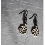 boucles perles hématies et fleur argentée