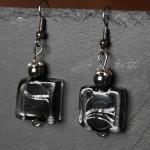 perles verre carrées noires