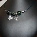 collier perles noires reflets verts
